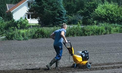 Мотокультиватор для земельных работ