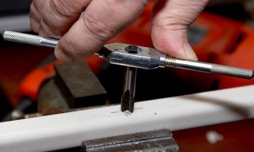 Применение метчиков для нарезания резьбы
