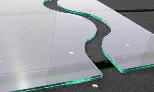 Как обрезать автомобильное стекло